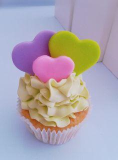 Colorfull Wedding Cupcakes , Rimini Italy (Italia)-cupcakes colorati per matrimonio #segnaposto #colored# purple #viola #violet #green #verde acido #pink #rosa tortini decorati