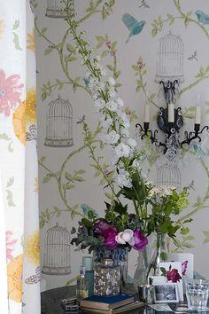 Pretty flowers - white hollyhocks?