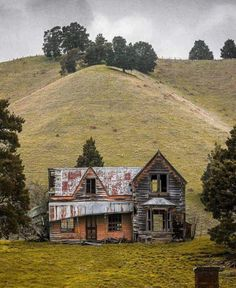 THE OLD HOUSE IS STILL STANDING,  MAY BE, SOME ONE COULD BRING IT BACK, :-}