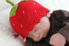 *Babymütze in Rot, Erdbeere*