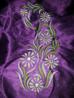 Herringbone stitch embroidery Saree Embroidery Design, Border Embroidery Designs, Embroidery On Kurtis, Hand Embroidery Dress, Hand Embroidery Videos, Hand Embroidery Tutorial, Embroidery Works, Hand Embroidery Stitches, Embroidery Techniques