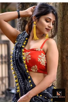 Bollywood Fashion 830632725008160904 - Awesome Saree Blouse Designs Source by Beautiful Girl Indian, Most Beautiful Indian Actress, Beauty Full Girl, Beauty Women, Saree Models, Indian Beauty Saree, Half Saree, Indian Models, Saree Blouse Designs