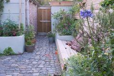 Vorleger Grünanlage in Woudrichem, - Garden Types Little Gardens, Back Gardens, Small Gardens, Outdoor Gardens, Garden Types, Garden Paths, Side Garden, Garden Cottage, Small Garden Design