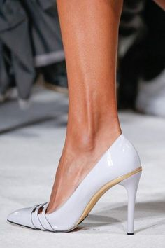 Oscar de la Renta Spring 2016 Ready-to-Wear Accessories Photos - Vogue High Heel Pumps, Stilettos, Stiletto Pumps, Sexy High Heels, Pretty Shoes, Beautiful Shoes, Shoe Boots, Shoes Heels, Only Shoes