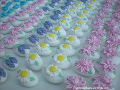 Confetti decorati con fiori. Handmade. www.leminicakedialeta.wordpress.com leminicakedialeta@gmail.com