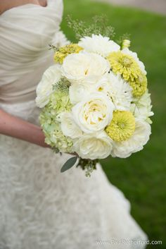 Wedding flowers by Flowers Unlimited in Indian River, Michigan photo by Paul Retherford Wedding Photography