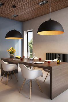Black domes in a contemporary dining room. Contemporary Dining Room Lighting, Dining Table Lighting, Dining Room Light Fixtures, Contemporary Decor, Pendant Light Dining Room, Kitchen Fixtures, Luminaria Diy, Interior Styling, Interior Design
