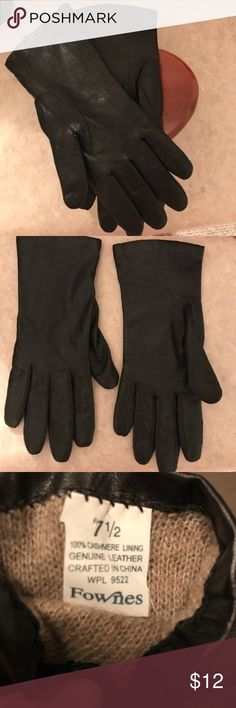 100% LEATHER GLOVES 100% BLACK LEATHER GLOVES WITH CASHMERE LINING. PLANNED TO BE TRAVELING UP NORTH A LOT BUT AS IT TURNS OUT I WON'T BE. GLOVES AREN'T A NECESSITY LIVING IN FL Accessories Gloves & Mittens