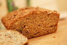 Hier habe ich ein wirklich leckeres low-carb Brot mit vielen Körnern. Den Teig habe ich im Thermomix gerührt, gebacken im Zauberkasten von Pampered Chef.