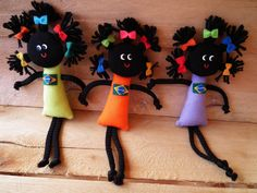 Crochet ideas that you'll love Felt Crafts, Diy And Crafts, Crafts For Kids, Arts And Crafts, Button Art, Button Crafts, Artisanats Denim, Worry Dolls, African Crafts