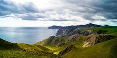 Около 19 процентов всей пресной воды на Земле сосредоточено в необыкновенно красивом озере Иркутской области – Байкале. Чистота его воды позволяет увидеть объекты на глубине до 40 метров, а глубина озера – 1642 метра. Translation: www.ruspeach.com/news/6875/