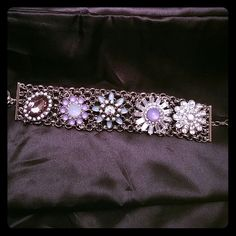 STUNNING bracelet Sunning bracelet. Measures 8 inches. Never worn, in perfect condition. Jewelry Bracelets