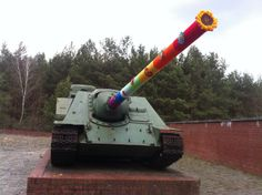 Knitting4Peace at a Russian Tank - remembering Ravensbrueck