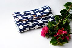 Arizona Wallet | Sew Mama Sew | Bringing you outstanding sewing, quilting, and needlework tutorials since 2005. 1 of 2