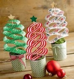 Creative with paper strips (kreativ.) - Easy Crafts for All Christmas Crafts For Kids, Book Crafts, Christmas Projects, Winter Christmas, Kids Christmas, Holiday Crafts, Diy And Crafts, Christmas Gifts, Christmas Decorations