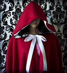 Free pattern: Hooded cape for Halloween costumes