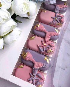 Mermaid Cake Pops, Mermaid Cakes, Mermaid Gifts, Chocolate Covered Treats, Chocolate Dipped, Chocolate Hearts, Melting Chocolate, Macaroon Wedding Cakes, Unicorn Themed Cake