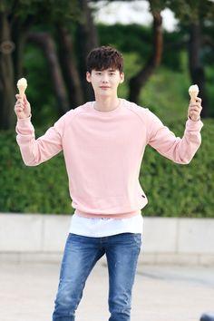 W two worlds drama ♥♥ Lee Jong Suk Cute, Lee Jung Suk, Drama Korea, Korean Drama, Asian Actors, Korean Actors, Lee Jong Suk Wallpaper, Sehun, Park Bogum