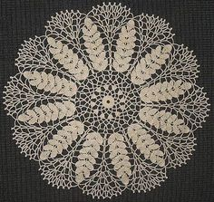 Free crochet patterns for doilies and hundreds of other patterns at Craftown. This pattern is for a lovely lace wheat doily. Bag Crochet, Crochet Dollies, Thread Crochet, Crochet Crafts, Crochet Home, Crochet Projects, Crochet Quilt, Crochet Coaster, Crochet Granny