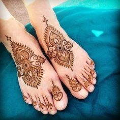 Beautiful sunny day for #henna in #Rishikesh!  #india #feet #mehndi #maplemehndi…