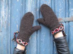 Swedish lovikka mittens traditional nordic Scandinavian design felted wool mittens knitted