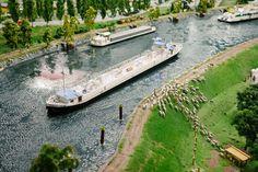 Canal scene with dikes and sheep. | Kanaaltafereel met dijken en schapen. | Photo CC0 Public Domain