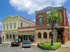 """10 - AMELIA ISLAND - Ya se trate de la aparentemente interminable """"espacio verde"""", o la gente del lugar """"increíblemente hospitalarios"""", los lectores están de acuerdo en que esta isla la Florida es un """"hermoso lugar familiar, lleno de historia."""" Camine un sendero a través de Fort Clinch State Park, o explorar el centro de la ciudad para los """"festivales de todo el año, diversión y compras."""""""