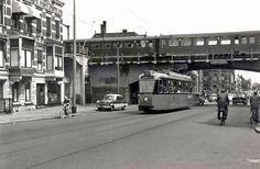 Station Bergweg, een heel herkenbaar stukje Rotterdam. Wij liepen vaak na familiebezoek vanuit noord naar west waar wij woonden.