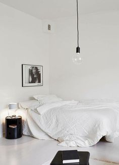 Minimalist Bedroom Decor Ideas - Modern Designs for Small Bedroom On a Budget. This is what a minimalist bedroom is all about. By keeping things as simple as possible without compromising the essential, you will get the most of it. Home Design Decor, House Design, Home Decor, Design Ideas, Design Trends, Wall Design, Design Projects, Art Projects, Minimal Bedroom