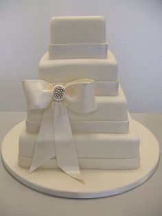 cake (include brooch @ center of bow & pearls along bottom edge of ribbon)