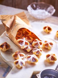 Waffeln To Go These little cute bites are just too delicious! Weight Watchers Skyr waffles with bananas and ryeSweet monster sandwiches! – Healthy snacks for cute snacks for every occasion Easy Cake Recipes, Easy Desserts, Snack Recipes, Dessert Recipes, Recipes Dinner, Brunch Recipes, Free Recipes, Healthy Recipes, Asian Recipes