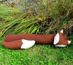 This is a snoozy fox draught excluder. He measures 90cm in length. (35 inches)    The background fabric is a soft and tactile wool. The cream