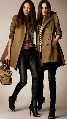 burberry trench look leather leggins Mode Outfits, Winter Outfits, Casual Outfits, Fashion Outfits, Womens Fashion, Raincoats For Women, Jackets For Women, Jeans Vintage, Burberry Trenchcoat