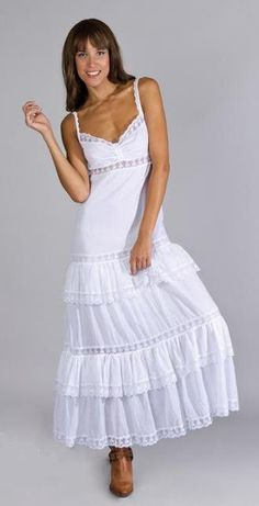 vestidos-ibicencos-2015-modelo-de-charo-ruiz White Fashion, Boho Fashion, Fashion Dresses, White Boho Dress, Womens Fashion Casual Summer, Lovely Dresses, Boho Outfits, Dress Collection, Dress Patterns