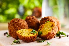 Instant Pot Falafel - This is the most delicious and tasty chickpeas dumplings to your snack time cravings. Instant Pot Falafel can chickpeas (rinsed and tbsp tahini cup flat-leaf parsley leavesstem cup fresh cilantro leaves, stems … Side Recipes, Whole Food Recipes, Vegan Recipes, Cooking Recipes, Whole Foods, Falafels, Baked Falafel, Lebanese Recipes, Canned Chickpeas