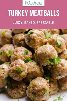 Healthy Turkey Meatb Healthy Turkey Meatballs Recipe without breadcrumbs baked in the oven until juicy inside and golden outside. So easy double the recipe and freeze. Healthy Family Meals, Healthy Dinner Recipes, Family Recipes, Healthy Dinners, Summer Recipes, Paleo Meals, Healthy Lunches, Healthy Appetizers, Healthy Cooking
