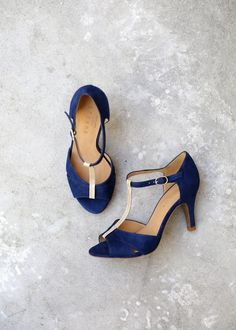 Online shopping from a great selection at Shoes Store. Pretty Shoes, Beautiful Shoes, Cute Shoes, Me Too Shoes, Look Fashion, Fashion Shoes, Magic Shoes, Shoe Boots, Shoes Heels