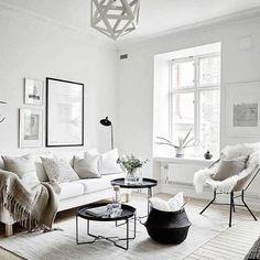 B&W keep it simple!   B&N hazlo simple! #designers #diseñodeinteriores #deco #interiordesign #movler #white #black #blanco #negro