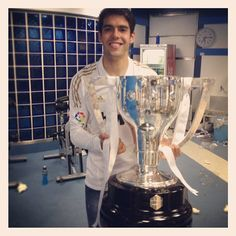 Kaka and the league trophy. Hala Madrid!