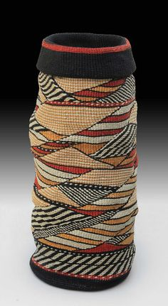 TRADITIONAL AND CONTEMPORARY BASKETS Lois Russell has been making baskets since 1988, and her work has