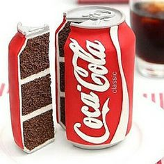 A junk food cake like a hamburger, pizza and Coca Cola cake is always a winner. Coca Cola Decor, Coca Cola Can, Always Coca Cola, Coke Cola Cake, Cake In A Can, Crazy Cakes, Novelty Cakes, Mets, Creative Cakes