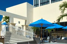 Lounge & relax on our rooftop. At our CityVu Pool Bar, we'll be serving up frozen cocktails, delicious sandwiches, & other treats!