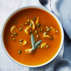 Many people are used to eating fall pumpkin in sweet baked goods but it is also an economical and nutritious addition to soups and stews. Turkey Recipes, Soup Recipes, Chicken Recipes, Recipies, Cafeteria Food, Toasted Pumpkin Seeds, Nutrition, Chicken Soup, Cooked Chicken