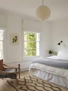 A Star Is Born: A Rehabbed London Maisonette from a Newly Minted Designer, High/Low Secrets Included - Remodelista The blinds are cool. Bungalow, Minimal Bedroom Design, Home Bedroom, Bedroom Decor, Living Room Furniture, Living Room Decor, Baby Room Decor, Beautiful Bedrooms, Cheap Home Decor