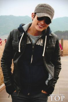 Park Si Hoo - just because I love his smile & the outfit makes him look so cool. Park Si Hoo, Colourful Outfits, Beautiful Smile, Asian Men, Korean Actors, Korean Drama, Actors & Actresses, Kdrama, Leather Jacket