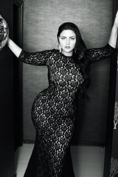 The key for curvy woman is to look good is to study their body to find best features of their body .We bring you plus size outfit ideas for curvy women. Any of these features can make plus size woman look good. Beautiful Curves, Sexy Curves, Big And Beautiful, Dead Gorgeous, Hello Gorgeous, Curvy Girl Fashion, Plus Size Fashion, Womens Fashion, Photo Glamour