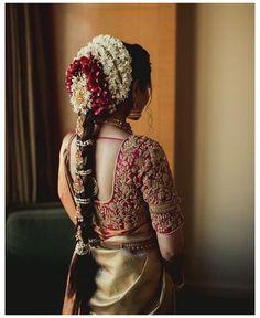 South Indian Wedding Hairstyles, Bridal Hairstyle Indian Wedding, Bridal Hairdo, Indian Bridal Outfits, Indian Bridal Fashion, Indian Hairstyles For Saree, South Indian Hairstyle, Saree Hairstyles, Bridal Braids