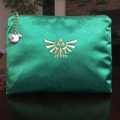 Zelda makeup bag/Legend of Zelda/cosmetic bag/seal of Hyrule bag/Embroidered makeup bag/Geek stuff/Cool gifts/Gifts for her/Zelda/Link/gift Nerd Makeup, Zelda Birthday, Laminated Fabric, Embroidered Bag, Green Satin, Legend Of Zelda, Metal Stamping, You Bag, Cool Gifts
