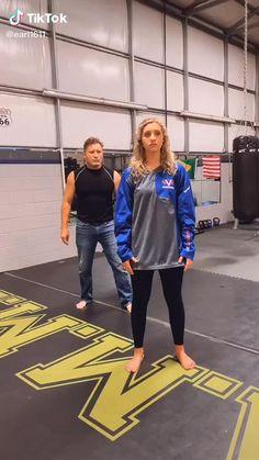 Martial Arts Self Defense Survival Life Hacks, Survival Tips, Survival Skills, Survival Quotes, Wilderness Survival, Self Defense Moves, Self Defense Martial Arts, Martial Arts Techniques, Self Defense Techniques