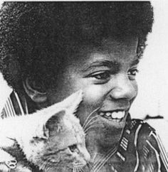Photo of Michael Jackson for fans of Michael Jackson 6857414 Young Michael Jackson, Celebrities With Cats, Celebs, Rare Cats, The Jacksons, Cat People, Crazy Cat Lady, Cool Cats, Portrait